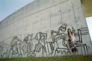 ''graffiti girl''  Asahi Pentax ESII / Takumar35mmF3.5 / RealaACE