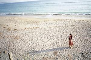 ''Dencer on the Beach'' Nikon FE2 / Distagon 25mmF2.8 / Reala ACE / (C) keita NAKAYAMA